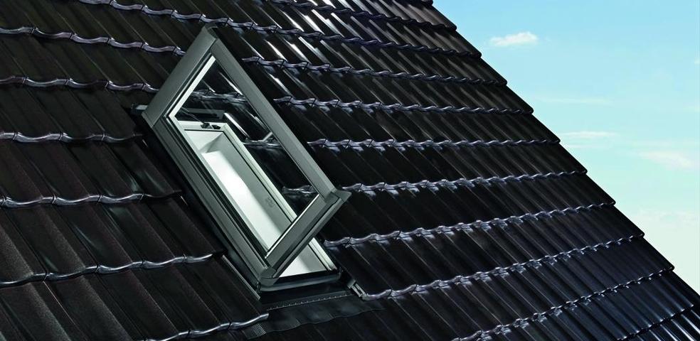 Roto Dachflächenfenster als Dachausstieg Designo R3K Uw1,3 SSK2 Hitze- STLB-Bau Mustervorlage -